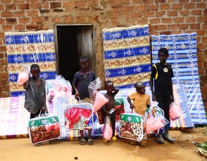 Goede matrassen voor Oegandese kinderen
