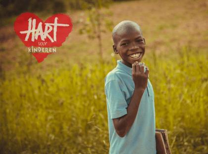 Blije Oegandese jongen
