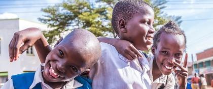 blije meisjes Oeganda