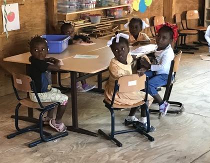 Kinderen op school in Soleil de Hollande, Haiti