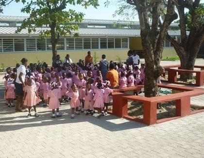 Schoolmeisjes in Haiti